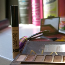 Collection Lasting Perfection Concealer Warm Medium RRP $11.49 NZD Countdown